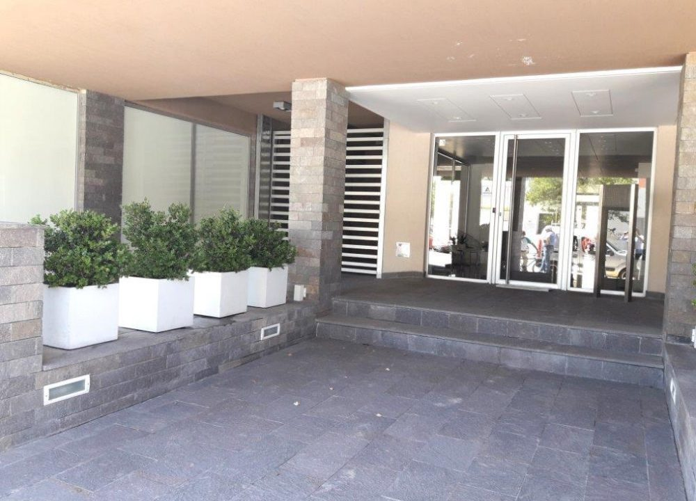 18-ENTRADA-AL-EDIFICIO-Y-COCHERAS-1-1000x750
