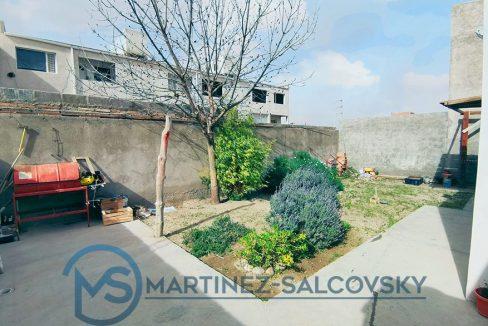 jardin-casa-en-venta-900x586