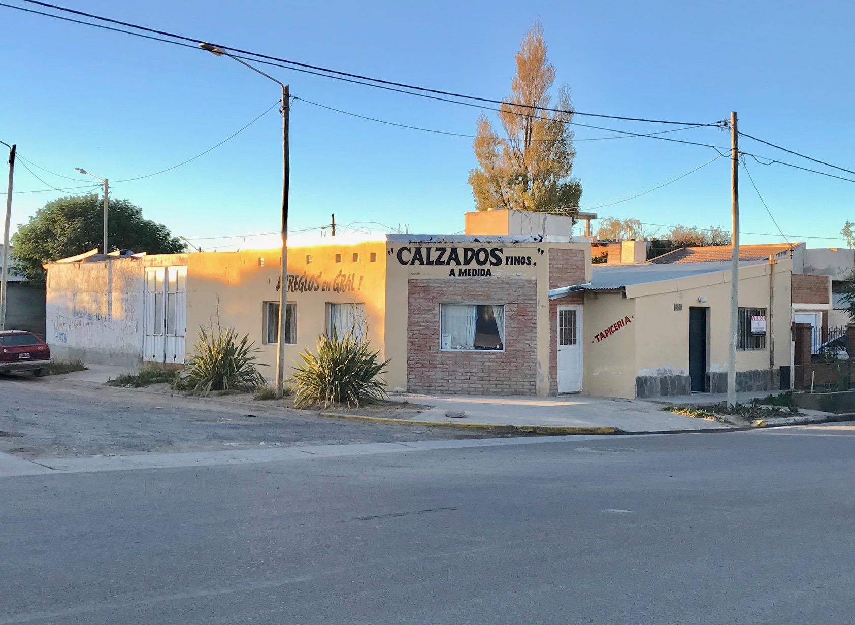 Se vende vivienda, local y ampliación – Dorrego 1223